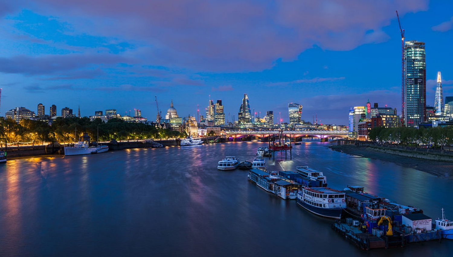 1200px-London_Skyline_from_Waterloo_Bridge,_London,_UK_-_Diliff