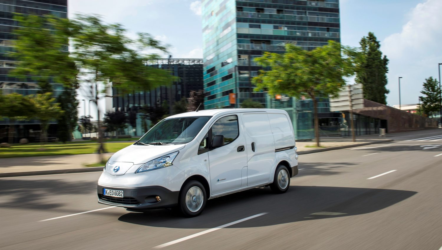 Nissan retailers open order books for longer-range 100% electric e-NV200 with Limited Edition 2.ZERO
